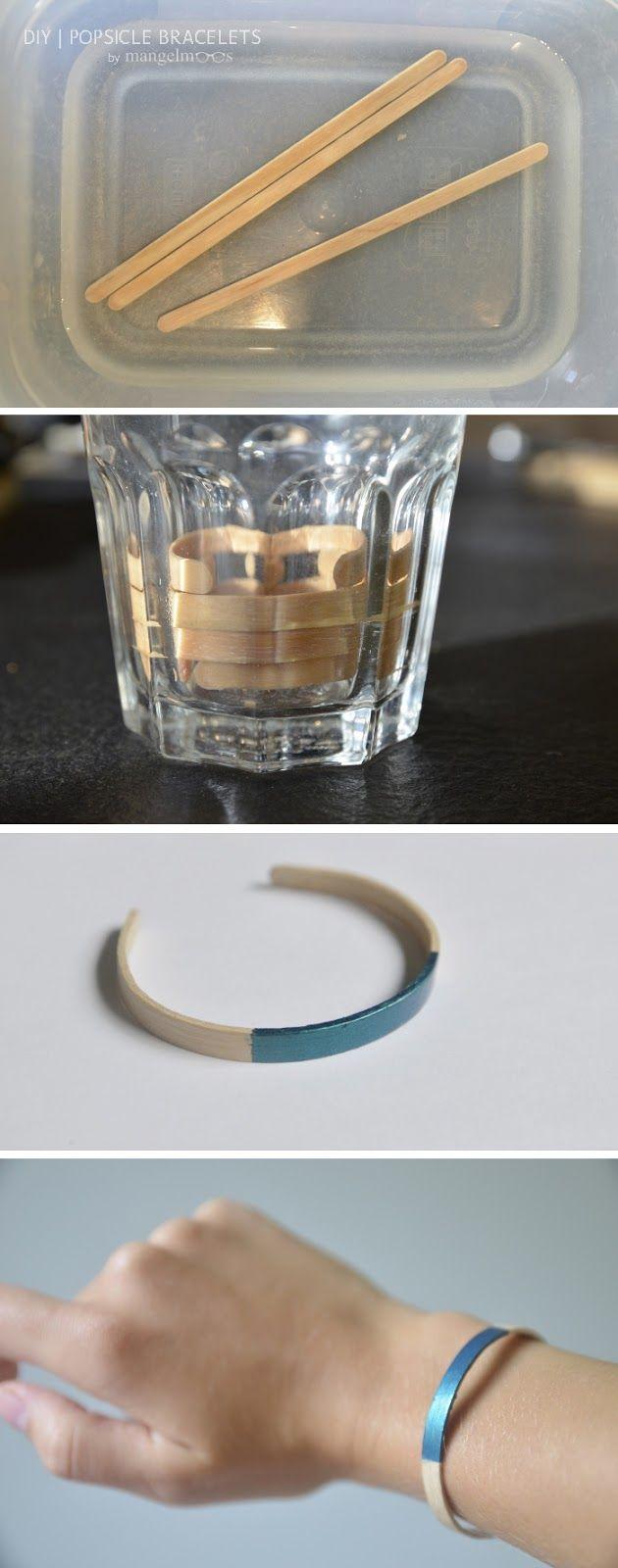 Lassen Sie die Eis am Stiel in warmem Wasser einweichen, bis sie flexibel sind.  Falten Sie sie an der Innenseite des Glases und lassen Sie sie trocknen vollständig . Optional: Verwenden Sie etwas Nagellack Ihr Armband zu schmücken.