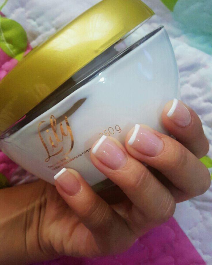 Natural nails.  French ejecutuvo  Uñas -