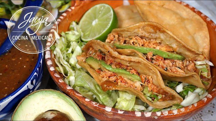 Pescadillas de Atún. Pescadillas de Atún de Jauja Cocina Mexicana. Atún guisado con jitomate, cilantro y chile en tortillas de maíz fritas. Receta completa paso-a-paso, ingredientes y tips de cómo hacer Pescadillas de Atún. Servidas con aguacate, salsa asada, limón y col, son económicas y muy fáciles de hacer. Favoritas durante la Cuaresma, y en comidas y cenas rápidas con la familia. Buen provecho.   Mil gracias por suscribirse https://www.youtube.com/user/JaujaCocinaMexicana