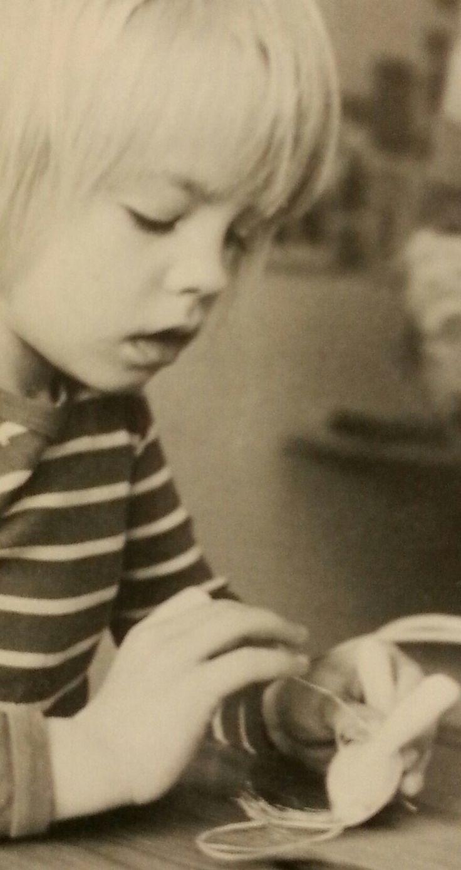 Barn på dagis älskar att leka med Kalikå dockor
