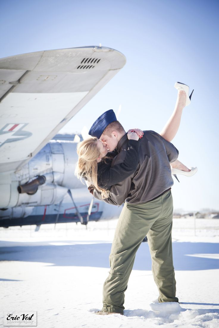 Air Force - the emotional kiss!