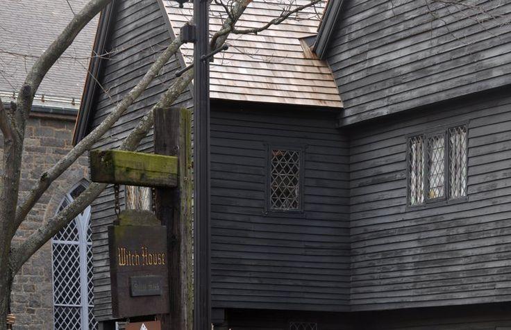 Najbardziej nawiedzone miejsca na świecie - Miasteczko Salem, USA - miasteczko czarownic w Massachusetts, to tutaj ponad 300 lat temu stracono 19 czarownic. podobno ich duchy do dziś zamieszkują ulice strasząc w dawnym domu szeryfa George'a Corwina, który nakazał aresztować, torturować a w końcu powiesić oskarżonych o czary kobiet i mężczyzn.