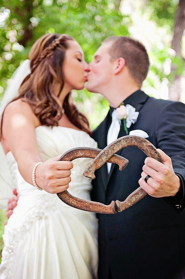 Horseshoe hearts | Rustic Wedding Inspiration | Victoria Rodrigues Photographs