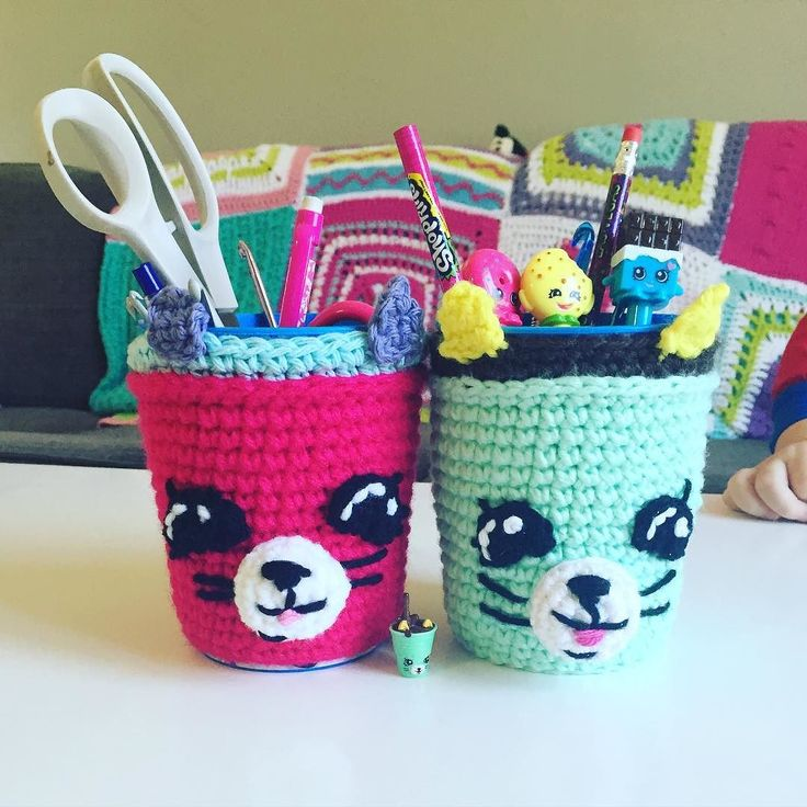 Free Crochet Pattern available (link in bio) Shopkins Season 4 Petkins Dinky Drink! Fits over a cup and can be used as a pencil holder or a cup sleeve for your favourite drink!