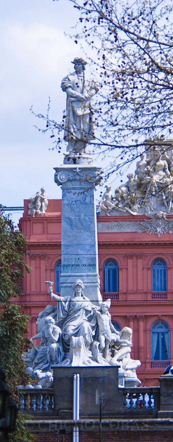 Monumento a Cristobal  Colon - Casa Rosada  al  fondo  Plaza  de Mayo -  BUENOS  AIRES