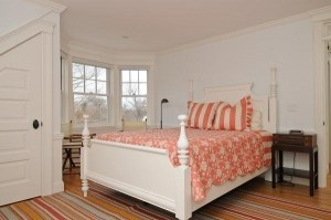 Would be a nice change up for our guest roomBedrooms Colors, Capes Cod Bedrooms, Cc House, Bays Beds, Gardens House, Bedrooms Furniture, Cozy Bedrooms, Furniture Placement, Grey Gardens