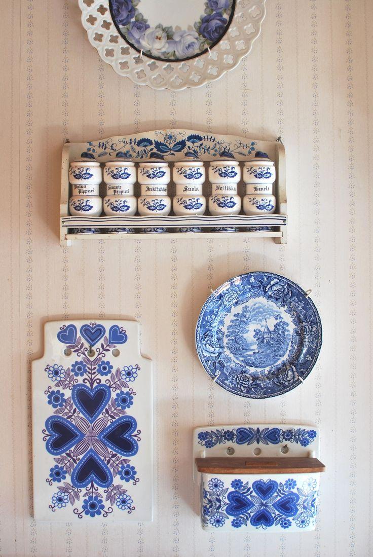 Siniset+astiat+sein%C3%A4ll%C3%A4.jpg (1037×1549)