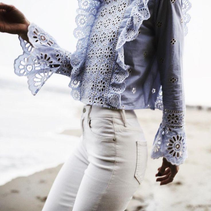 Jean blanco camisa celeste