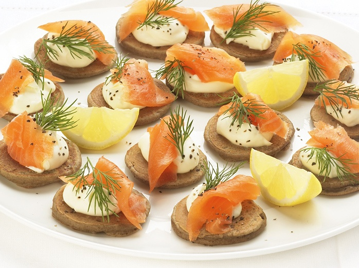 Best 25 salmon blinis ideas on pinterest smoked salmon for Plural of canape
