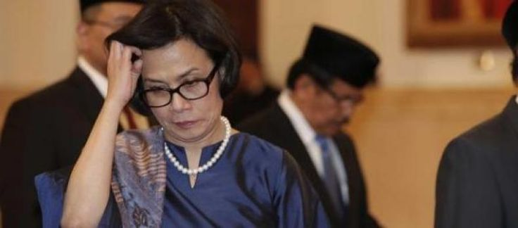 Sri Mulyani Jadi Menko Ekonomi Selesai Sudah Harapan Rakyat  Berhembus kabar paska lebaran Presiden Joko Widodo akan melakukan rhesuffle kabinet yang ke III kasak kusuk simpang siur kebenaran informasi tersebut beredar luas ke publik.  Dari sekian kabar yang lalu lalang tersebut ada satu informasi yang jadi sorotan publik yakni seputar pergantian tim ekonomi pemerintahan Jokowi.  Konon Sri Mulyani Indarwati (SMI) yang sebelumnya menjabat menteri Keuangan akan digeser ke Menko Perekonomian…