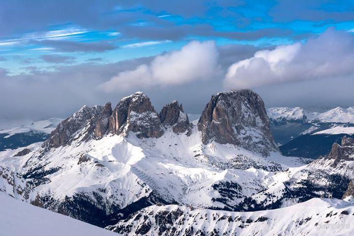 guardando Sasso Lungo.. #dolomites #dolomiti #canazei #sassolungo #sasso #lungo #snow #winter #mountains #ski #snowboard #blue #paradise