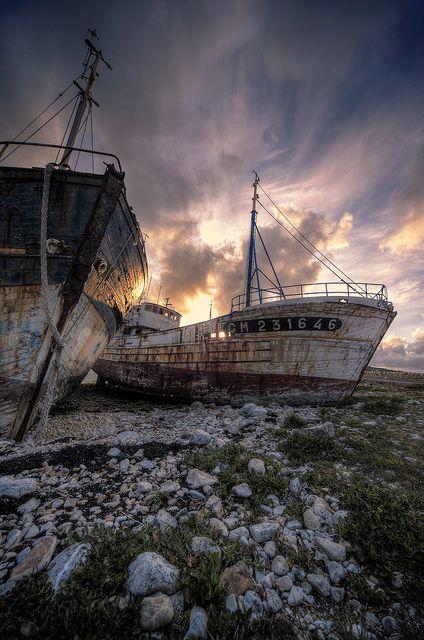 Cimetiere de bateau - Bretagne  by Aurélien Villette,