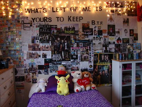 Teenage bedrooms tumblr google search music bedroom for Emo bedroom ideas