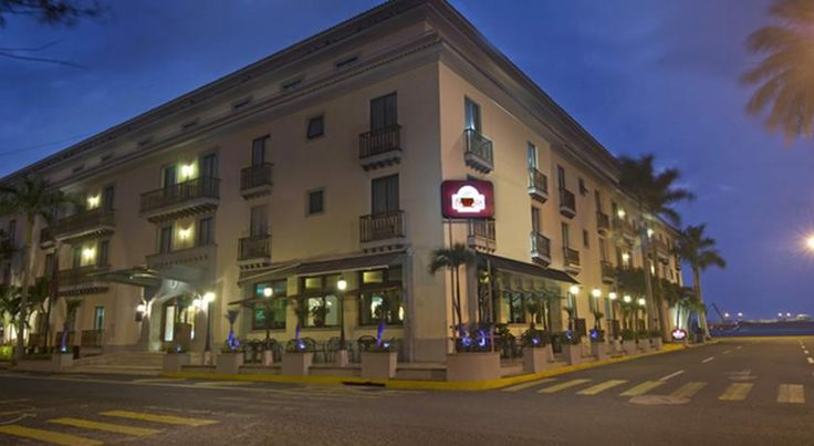 Fiesta Inn Veracruz Malecon Veracruz Placed just minutes away from historic Veracruz city centre, this hotel offers great on-site dining and contemporary facilities just a short drive from Veracruz International Airport.