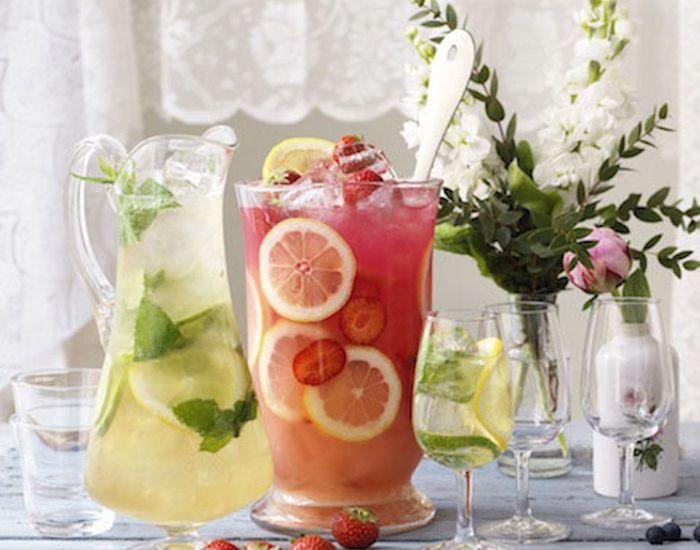 Byd gæsterne på en glas frisk, syrlig og boblende Sangria med ingefær! Den perfekte velkomstdrink eller cocktail med veninderne.