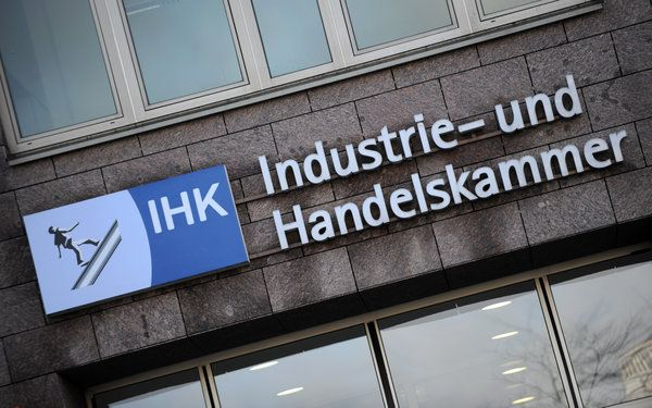 Der Widerstand gegen die Zwangsbeiträge der IHK nimmt zu. (Foto: dpa) http://deutsche-wirtschafts-nachrichten.de/2014/01/14/gerichtsurteil-ihk-zwangsbeitraege-sind-rechtswidrig/