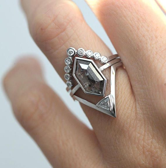 Modern Geometric Diamond Ring Set One Of A Kind Available In White Gold As It Is Can Be Resized Also Rose And Yellow Wi