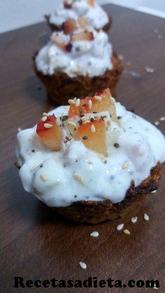 tarteletas de cereales, yogur y frutas...ideal para el desayuno, merienda o postre ligero!!