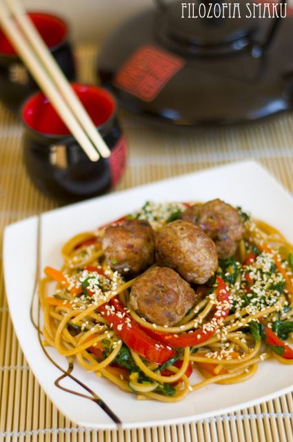 Chinese spaghetti with meatballs