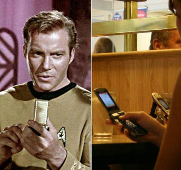 El pequeño aparato con el cual se comunicaba la tripulación del Enterprise en Star Trek es ahora un objeto común de uso global, el celular. La cabeza del grupo de Motorola, Martin Cooper, fue inspirado por esta serie para desarrollar este importante dispositivo.