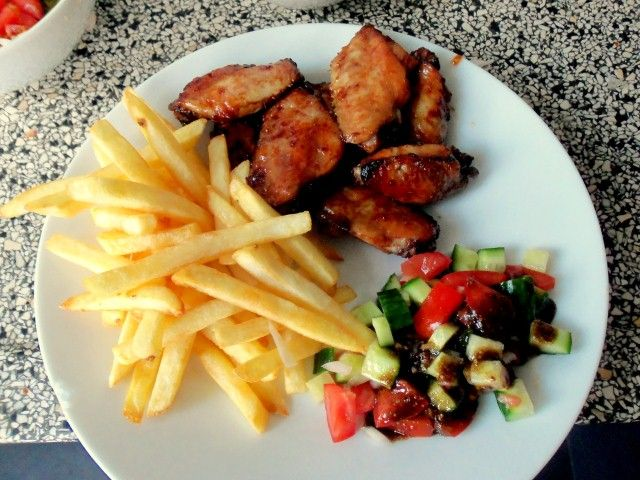 Zoet-pittige chickenwings | Puur Eten met ketchup suiker chilisaus knoflook z/p worchestersaus ketjap en citroensap