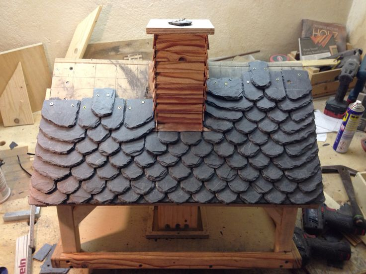 Birdhouse with nature slates roof