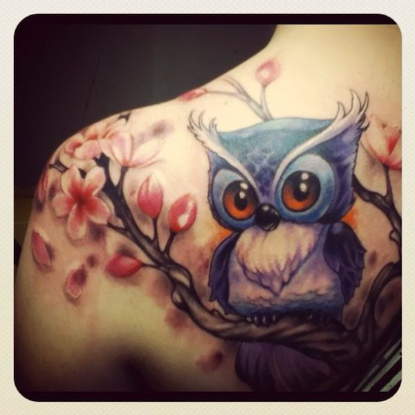Charming owl tattoo with pretty flowers. - Isn't it adorable? Makes you wish it was real. #TattooModels #tattoo