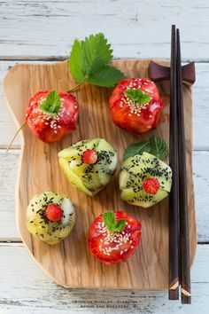 Strawberry and Kiwi Sushi Balls: Influenced by onigiri (Japanese rice balls), they are shaped into balls with the help of plastic wrap.