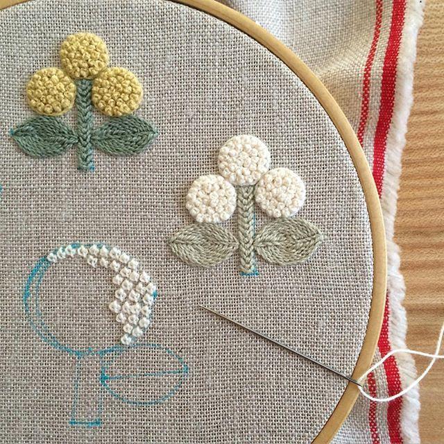 Instagram media by ironnahappa - * 三つ花の色違いが刺し終わり、あじさいの刺繍。 ・ お二人さんの送り出しも、無事に完了! お腹が空くまで、黙々と頑張りましょーう。 ・ ・ ・