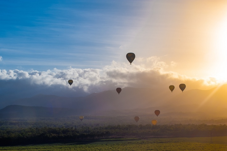 Want to spend a romantic holiday with your love one watch sunrise in the sky? Hot air balloon in Cairns, Tropical North Queensland. #tropicalnorthqueensland #hotairballon