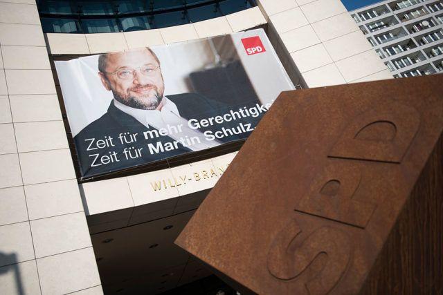 Das EU-Betrugsbekämpfungsamt Olaf prüft, ob es wegen der umstrittenen Spesen eines Mitarbeiters des designierten SPD-Kanzlerkandidaten Martin Schulz ein offizielles Ermittlungsverfahren eröffnen soll.