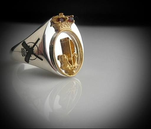 RAN Ring with right arm rates with gold plated anchor and rope