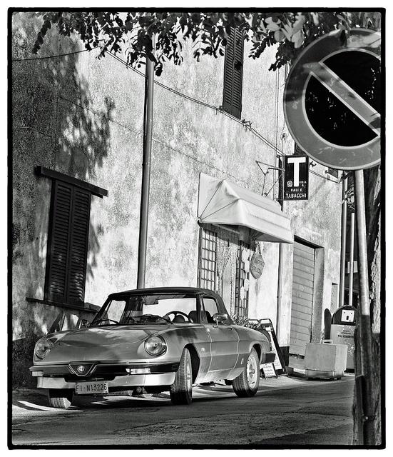 Alfa spider by shlomo2000 via flickr passionate about for Garage alfa romeo paris