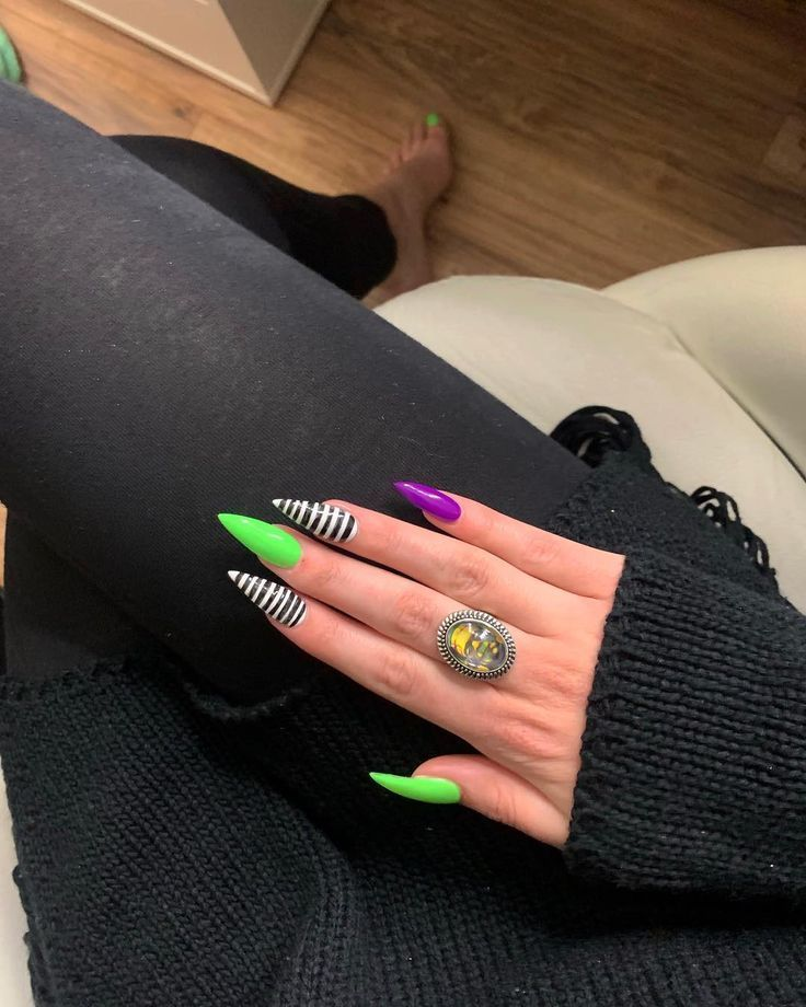 "M O R G A N B O S T I C🗡 on Instagram: ""Beetlejuice nails + toes💚 Chuc"