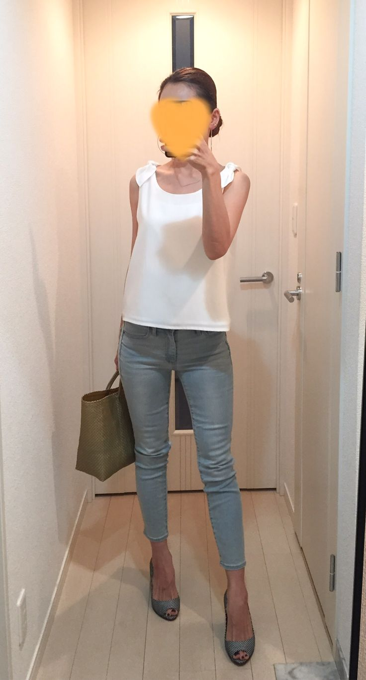 Cropped tops: EMODA, Skinny: GAP, Bag: la kagu, Sandals: Sergio Rossi