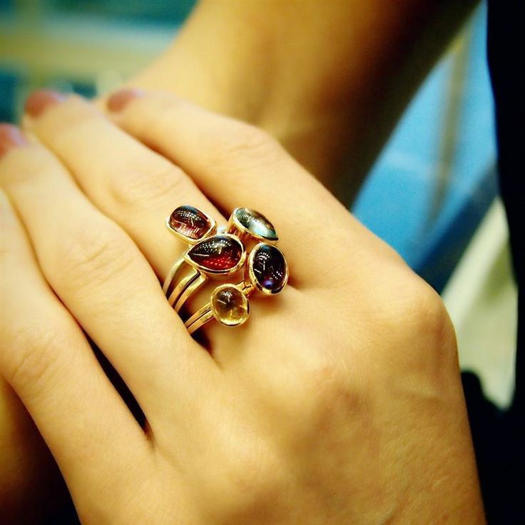 These stackable 18k rose gold and garnet 'Sweets' rings by Plukka are a staple for any jewellery box. They can go from classic chic when worn individually or maximum glamour when stacked. #LoveGold