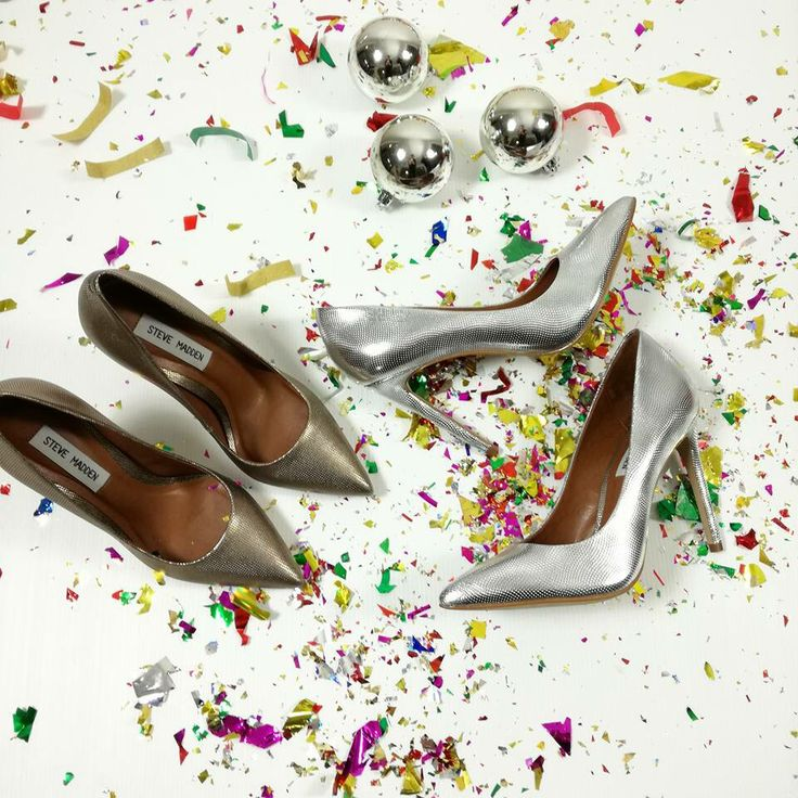 Piú scintillanti di cosí.... 🎉🍾💣 #aspettandoilnuovoanno 🔛riccishop.it  #stevemadden #tacchi #tacchialti #belle #beautiful #oro #bronzo #capodanno2017 #decolte #adoro #party #partymood #fashionvictim #fashionblogger #fashion #moda #blogger #negozioborse #negozioscarpe #venafro #molise #italy #model #ragazza #donna #follow #followforfollow #followus #riccishop