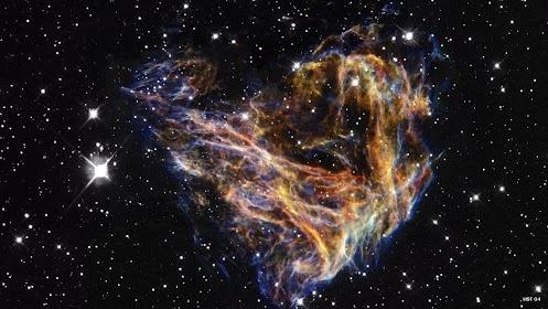 Nebulosa N-49. A explosão de uma estrela supermassiva formou esta nuvem de poeira na Grande Nuvem de Magalhães. Tem 30 anos-luz de diâmetro, ao centro o que restou foi uma Estrela de Nêutrons que parece fugir entre a explosão à 8 milhões de km/h. Os dados do telescópio Chandra indicam que a nebulosa tem cerca de 5 mil anos e a energia da explosão é estimada em aproximadamente duas vezes o de uma supernova normal. Situa-se a uma distância de aproximadamente 180 mil anos-luz da Terra.