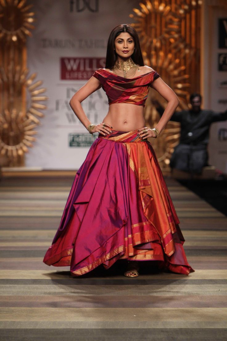 The gorgeous Shilpa Shetty steals the show in this beautiful Tarun Tahiliani creation.