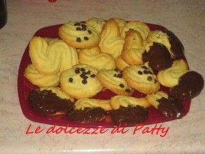 FROLLINI DI FROLLA MONTATA - Qui la #ricetta #BlogGz: http://blog.giallozafferano.it/sanpatty/frollini-di-frolla-montata/ #GialloZafferano #biscotti #merenda #colazione