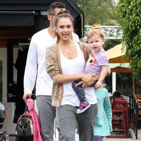 Foto vest: Džesika Alba na porodičnom doručku - Yumama.com