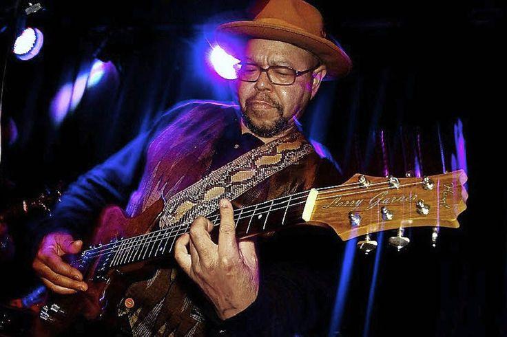 larry garner blues man images   Blues im Project 3: Larry Garner in Heitersheim - Badische Zeitung ...