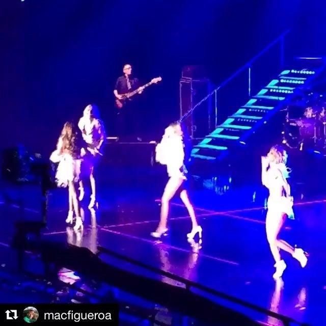 #groove #jeans20años #dejavu #dejavutour #bassman masterfrenc Francesco Chiari en el escenario con Jeans en el Auditorio Nacional
