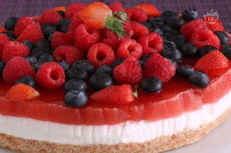torta di yogurt con gelatina di fragole