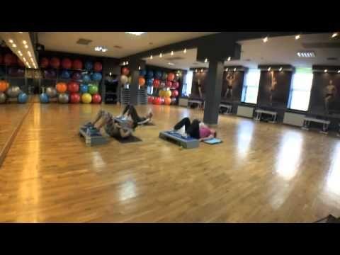 Trening wzmacniający mięśnie dna miednicy, pośladków i rąk dla kobiet w ciąży - YouTube