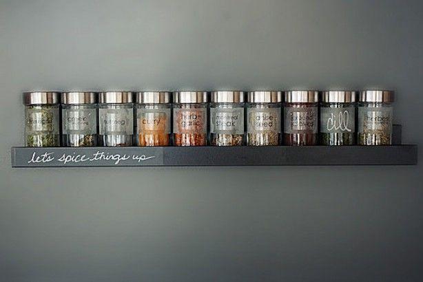 kruidenrekje voor in de keuken met Ikea kruidenpotjes