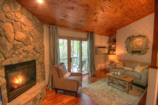 1BR Mountain Cottage, Just Renovated, Located in Yonahlossee Resort, Minutes to Boone and Blowing Rock, NC