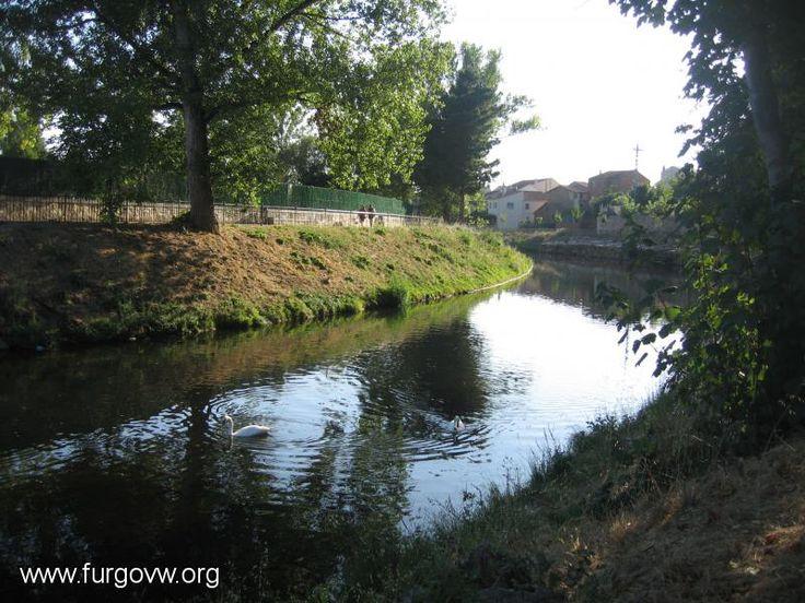 Imagen de http://www.furgovw.org/galeria/fotos/FRAGOBIKE/monforte_de_lemos.jpg.