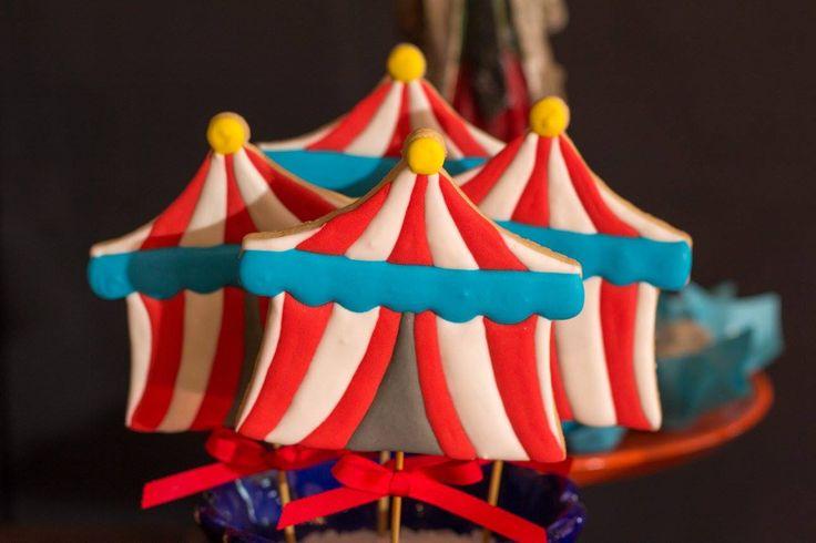 Oha que linda isnpiração esta Festa Circo Vintage. Decoração Craft to Room. Lindas ideias e muita inspiração. Bjs, Fabiola Teles.            ...