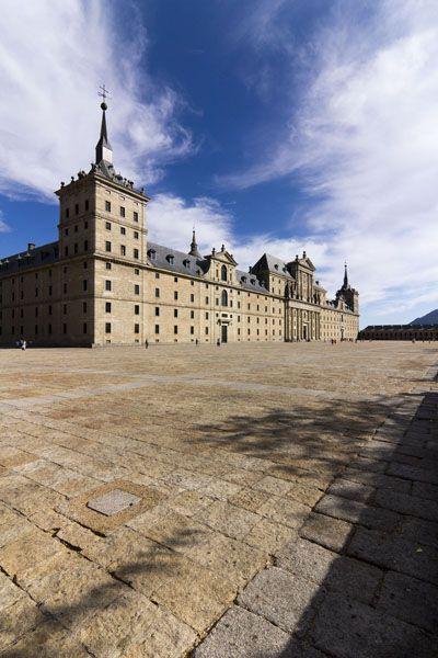 Monasterio de El Escorial  Uno de los monumentos clásicos de España más imponentes y visitados.
